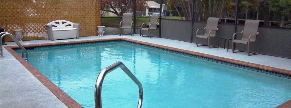 Pool View_1440w