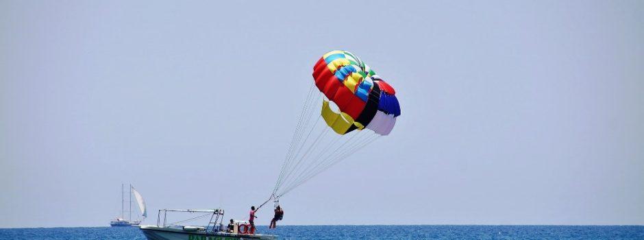 parasailing-825532_1920