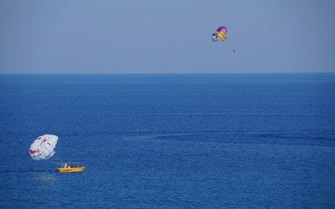 parasailing-829973_640